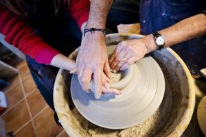 Keramiklektion på Saltå Bys gymnasiesärskola