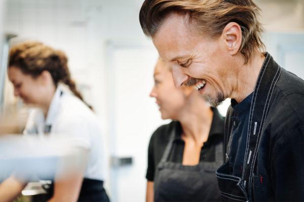 Stjärnkocken Paul Svensson sprider matglädje på Saltå By